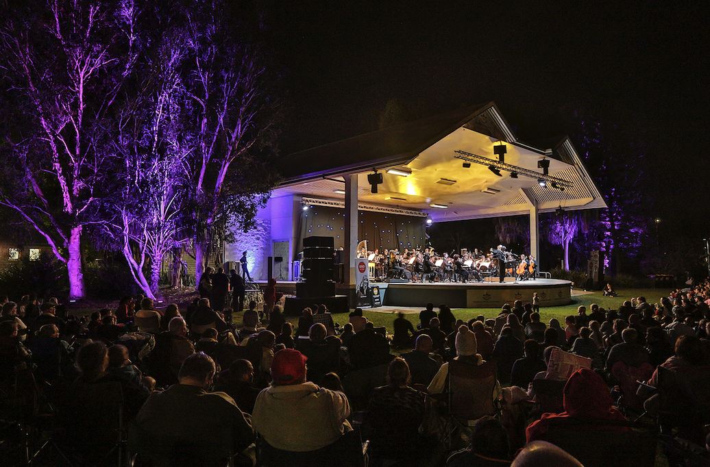 Qld Symphony Orchestra play at the Gladstone Marina Parklands